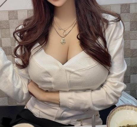 女子会にこのファッションで参加したらどう思われますか?