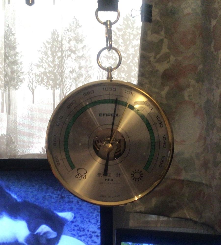 エンペックスの気圧計をゲットしました。 基準の針はここでいいですか、気圧計の微調整はどうやるの?