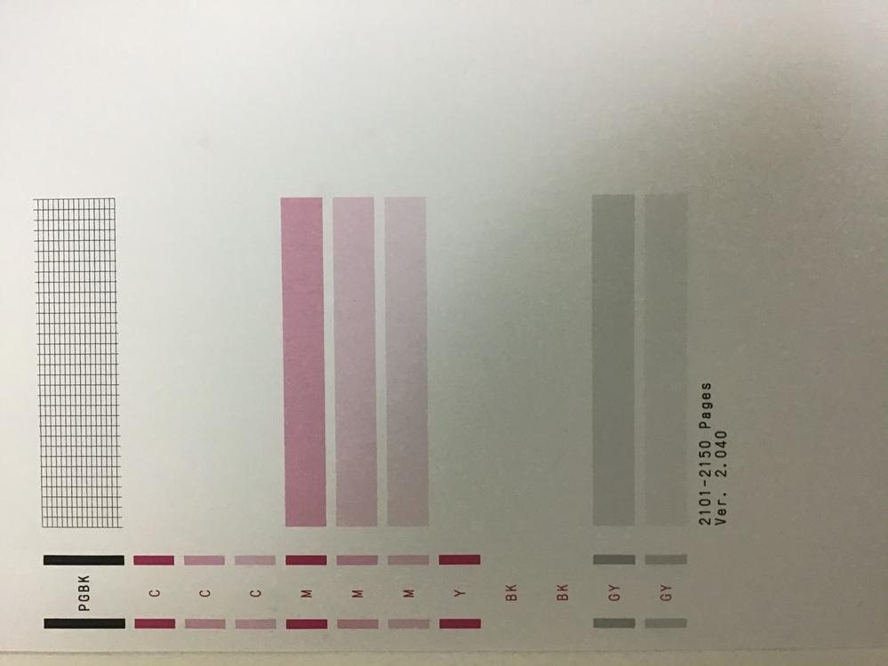 canonプリンター「TS9030」を使っているのですが、ある日突然特定のインクが出なくなりました。 そこで、強力クリーニングなどをしたのですが、インクが出るようにはなりませんでした。逆に出るインクの種類が減ってしまいました。 ノズルチェックパターン印刷をすると画像のようになり、マゼンタの色が無くなっていないのに、無くなったという表示がでます。 どのように直したら良いか教えてください。お願いします。
