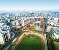 福岡県福岡市にある九産大こと、九州産業大学を底辺の成績で出て、地元の福岡県内の中小の民間会社で就職をすると、 受け入れ先の底辺中小企業での評判はどのような感じになるのでしょうか。