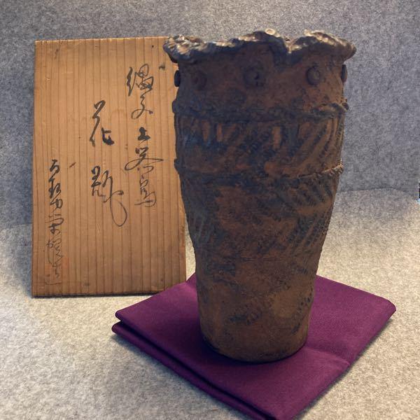 実家ありました花瓶です。箱書きが読めないため、できましたらご指導いただける方、お願いします。