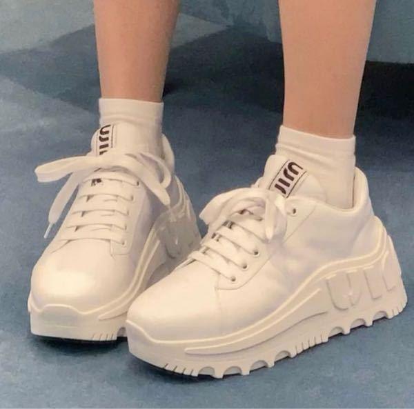 この靴ってどこで買えますか?ブランドですか?