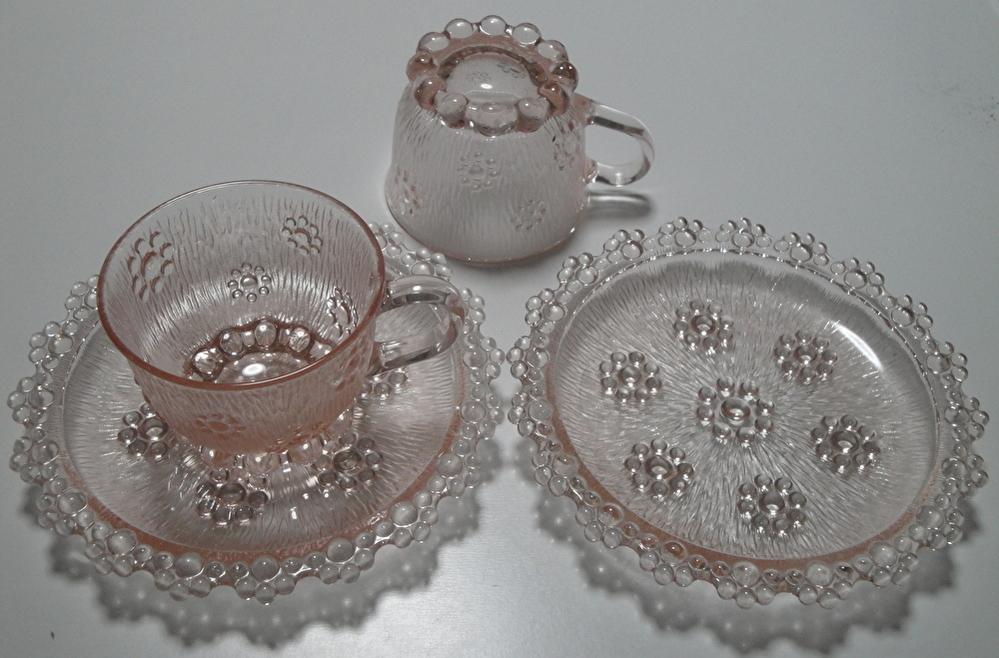 ガラス製のカップ&ソーサ―ですが、用途がわかりません。 何に使うものですか? ※21年前、義母が食器棚に入れた、5客セットです。