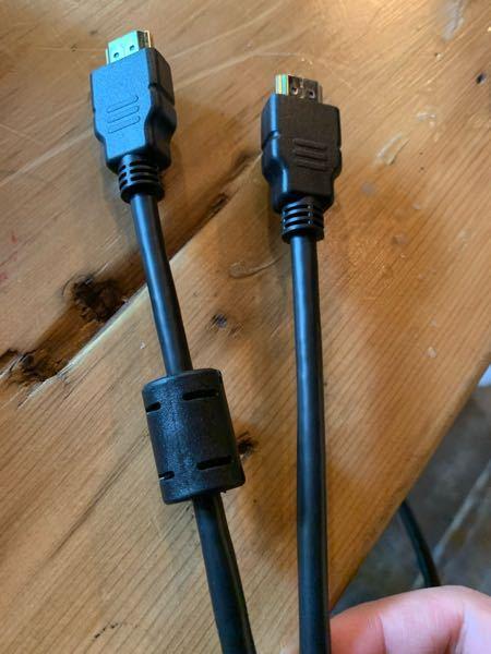 HDMIケーブルの途中についているコレは何かわかりますか? テレビかプロジェクターの付属品なんだと思うのですが、もうよくわからないので処分しようかな、でも普通のHDMIケーブルと同じならストックとして保管しておくのでもいいし、どうしようかなぁと。 宜しくお願い致します。