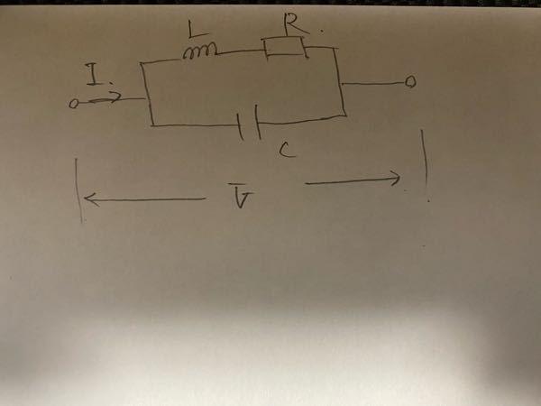 (R+L) // C回路の電流と電圧の位相角はどのように求められますか?