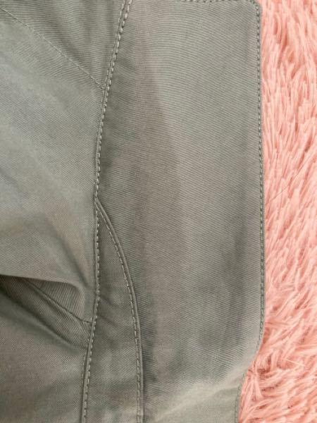 コートの襟がこんな風に変色してしまいました。 どうしたら元に戻るでしょうか?どなたかお願いします。