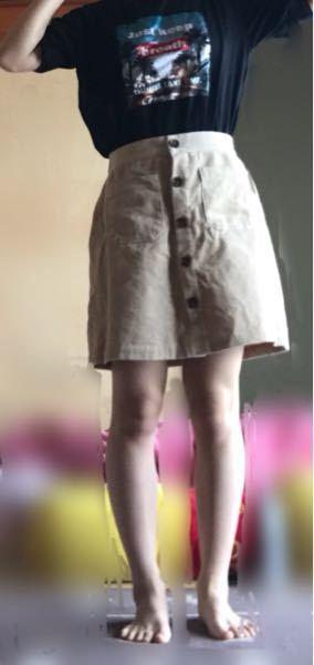 私の脚って太いですか。夏にミニスカートを履きたいなと思い履いてみたのですが脚が太い気がして履いて出かけたら笑われますかね?正直言ってください。よろしくお願いします。