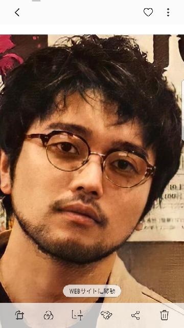 常田大希 井口理 King Gun キングヌー 写真の井口理さんがかけているメガネはどこのブランドでしょうか?