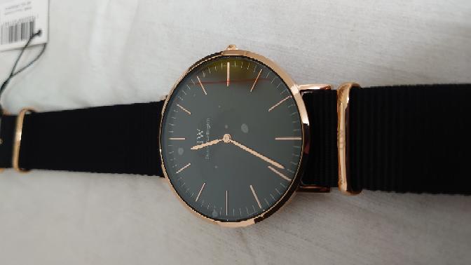買ったばかりの時計なんですが、このフィルムって剥がすべきですか?