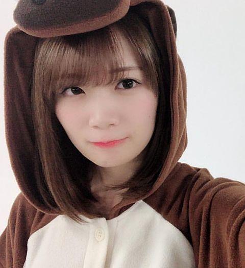 この着ぐるみは秋元さんによく似合ってますよね? 着ぐるみをきながらも真顔な感じもいいかと思います。