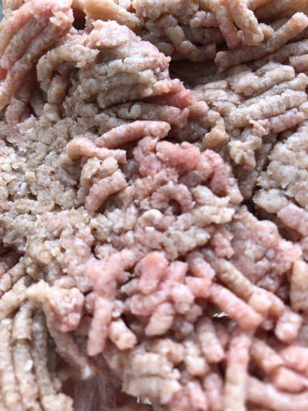 消費期限切れの肉は食べられますか? 5日までの合い挽きミンチです 少し変色しています