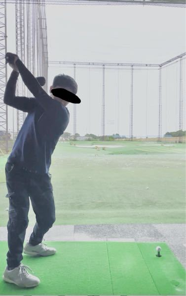 ゴルフのフォームにアドバイスが欲しいです。 このトップの位置で上半身回しすぎですか? ほかに悪いところもあれば、アドバイス欲しいです。