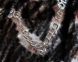 ハンドメイドの指輪、アクセサリーを作りたいんですけど、写真のチェーン?のようなものの名前が分からなくて、知っている方がいたら教えていただきたいです!!
