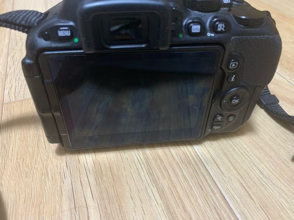 Nikond5500を使っています。 1年前くらいから画面が付きません。 開くと付くのですが、正面にすると消えます。 設定が何かでしょうか?故障ですか? 画面がつかないだけで、撮影はできます。
