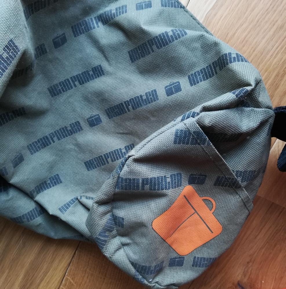 このバッグのブランドが分かる方は教えてください。