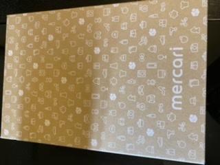 ゆうゆうメルカリ便(ゆうパケット)について この画像の箱で、ゆうパケットポストは利用できますか? それともこの箱は「ゆうパケット」専用のものでしょうか? 「ゆうパケット」と「ゆうパケットポスト」の違いがよくわからず…