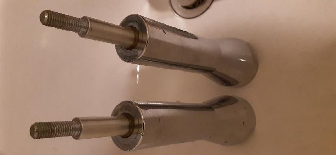 こちらバイクのハンドルポストのネジなのですが、なかなか回ってくれません。油を差して半回転くらいしました。何か効率の良い方法はありませんか?