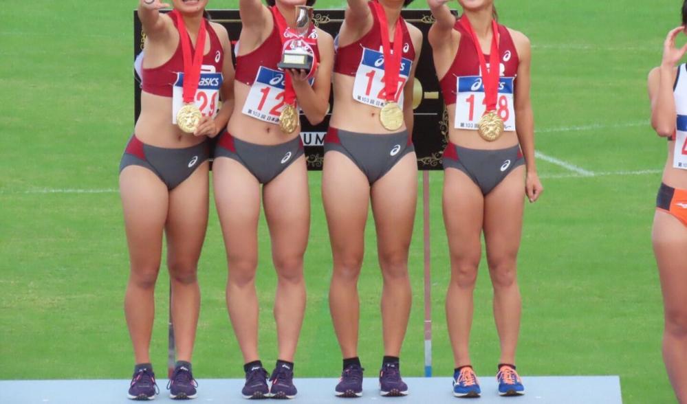 男性から見て普通にスタイルの良い女性と女子陸上選手のような引き締まった筋肉質な体型ではどちらのほうが好きですか?
