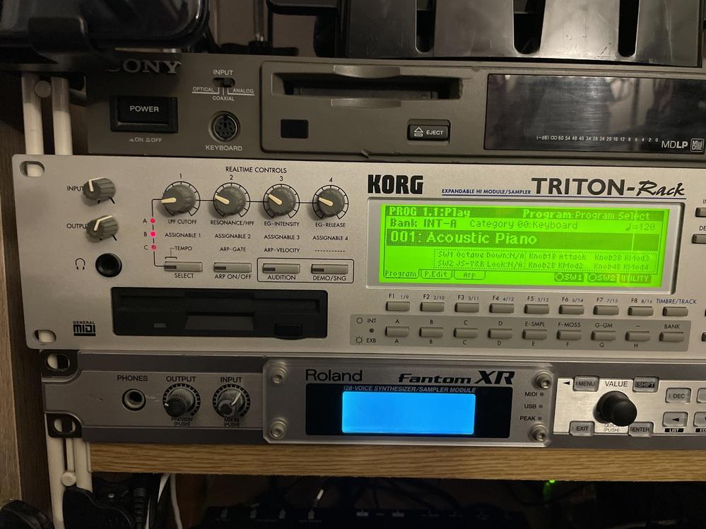 triton rackを使ってるんですが音が出なくなりました。MIDIキーボードをMIDIinにつないで出力からミキサーに繋いでいます。 わかるかたいらっしゃいますか?