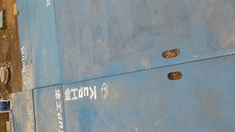 建設工事中の敷地内に貼られた「施工計画書」の地面養生欄に「砕石敷き 20㎡」とありますがこれはどういう目的で使用するものなのかご教授いた だけないでしょうか。 ・その他の記載情報は「生コン車 5...