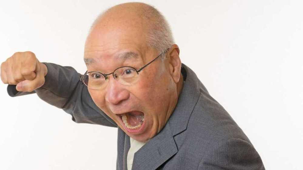 近くの爺さんがいつも怒っています。 はんぺんを大好きらしいです。 なにかの霊に取りつかれてるのでしょうか?