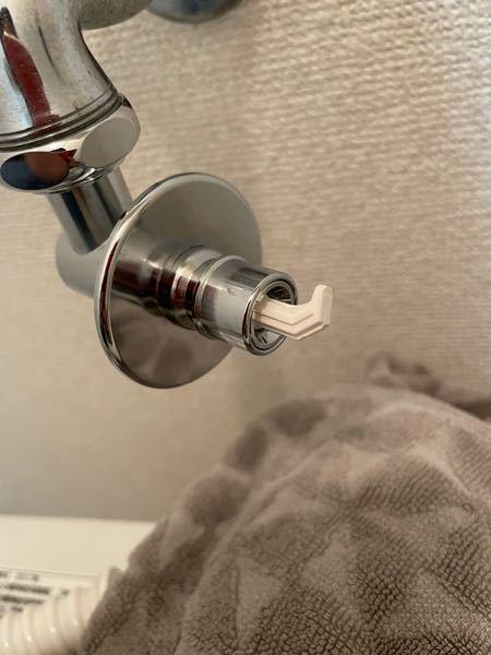 この水栓に合うホースが見つかりません。 4本ネジのタイプではないニップルなども使いましたが、どれも合いませんでした。どのようなホースを使えばいいのでしょうか?