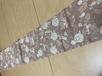 接着芯について教えてください! 綿100%シーチング生地(やや薄地・透け感若干あり)に薄地向け織物芯地を貼りたいのですが、何度やっても上手に貼れません。割烹着の見返し部分で6㎝×100㎝の布です。平置きのアイロン台とドライ用のアイロンに買い替え、あて布をして端からアイロンしたり、真ん中からアイロンしたり色々やってみたのですがどうしてもシワになります。何がダメなのか分からずもう泣きそうです。母...
