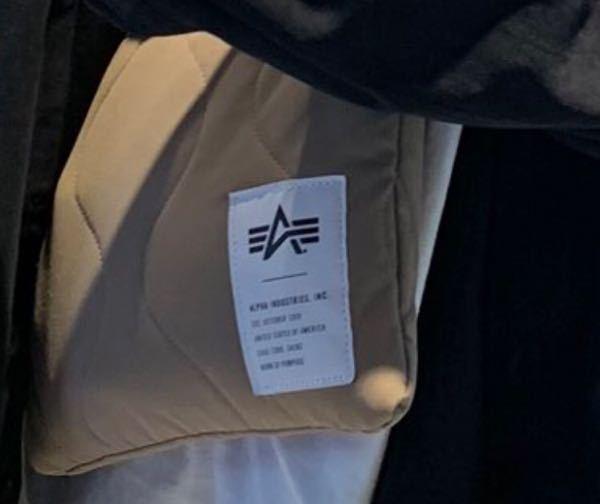 画質悪くて申し訳ないですけど、これどこのブランドのバッグ(?)か分かる方いますか??
