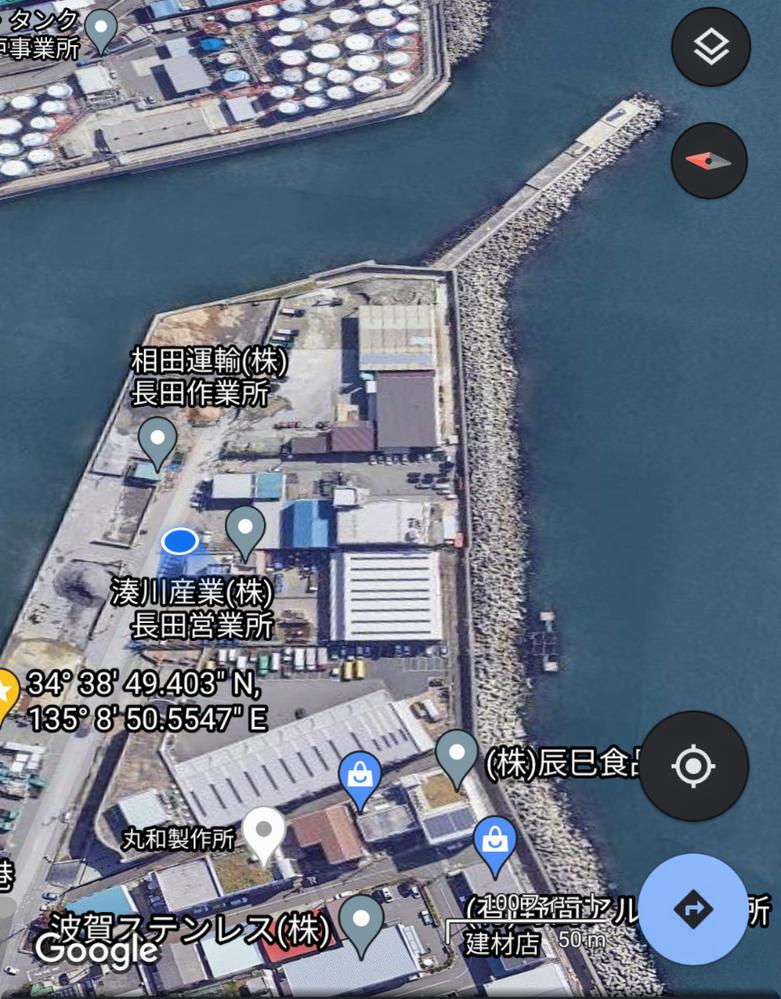 兵庫県神戸市長田区の長田港について質問です。 青い現在地から、南側(右側)の波消しブロック(テトラ)まで移動する方法はありますか?