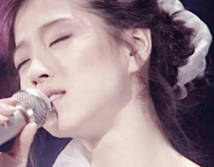 目を瞑って歌う中森明菜さんは好きですか?
