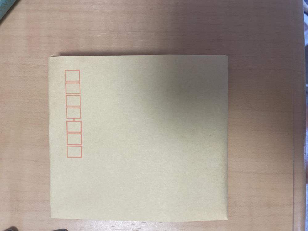 フリマアプリでカードを販売したのですが、その際、郵送するための封筒をこのようにカードの形にあうように折っても大丈夫ですか?