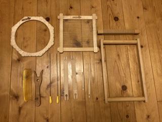 家でこんなものを見つけました。 織り機にするには、どれとどれを組み合わせたら良いでしょうか? よろしくお願いします。
