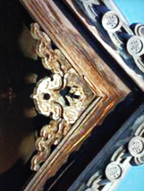 この屋根の下にある装飾は 何と言いますか?