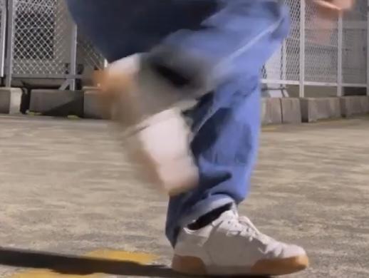 このスニーカー何のブランドか分かる方教えて欲しいです。
