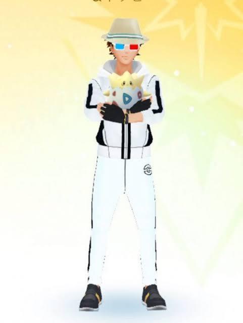 ポケモンgoのアバターについてです。 こちらの服は何という名前でしょうか? 入手法も教えてくださると幸いです。