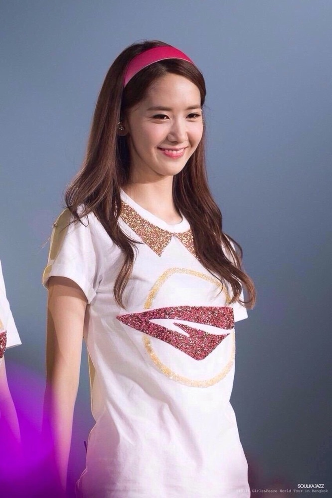 この少女時代のユナが着ているTシャツは売っていますか?
