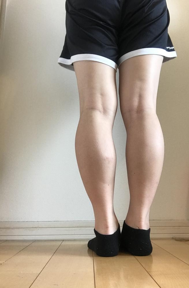 筋肉質な脚 について こんにちは。まだ私は学生なのですが、小さい頃からかなり筋肉質な脚を持っています。 最近、筋肉質にプラスして太くもなってきました。マッサージをしてもあまりほぐれず、硬いままです。 ①これは遺伝なのでしょうか? ②もう細くはなれないのですか?