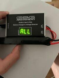 緊急です。このリポバッテリー充電器の使い方がわかりません。ディスプレイに何が表記されているのかも!ネットで検索しても全く出てこないのでよろしくお願いします