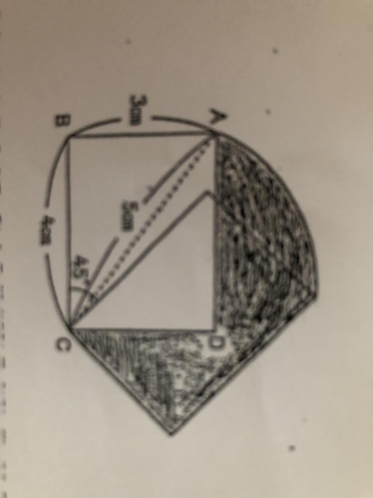 小学校算数の中学受験向け問題です。 長方形ABCDをCを中心にして45度回転させた図が下の写真です。 (うまく撮れておらずすいません、ABが3cm、BC4cm、AC5cmです。) この時の影の部...