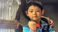 【チ500】韓国のハンドサイン 左腕を内側に直角に曲げて、その下から右腕を通してグーの拳を天に上げるハンドサインの意味がわかる方いましたら、お知恵を貸して下さい!  韓国映画「息もできない」で出てきたハンドサインなのですが、ネガティブな意味かと思いますが純粋にきになっております!