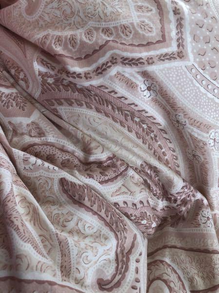 この柄の羽毛布団の商品名?わかる人教えてほしいです