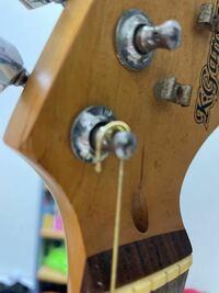 今6弦の弦張り替えしたのですが このように ピヨンと弦が出てしまうんですけど これは失敗ですか? YouTube見てやったつもりが ・・・