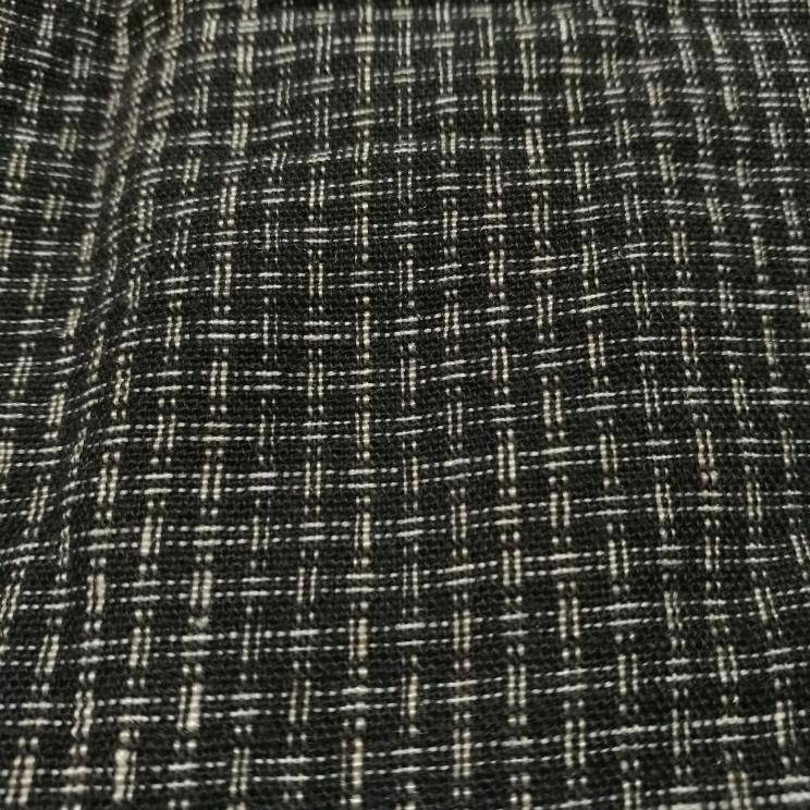 この生地の染め方?織り方?に名称などありますか? 縦横交互で変わった模様だったので気になっています。 古そうな綿の生地です。 わかる方、よろしくお願いします。