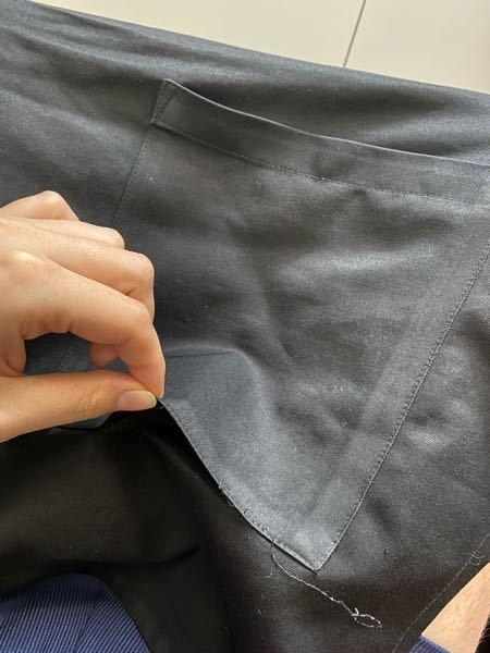 エプロンのポケットの補修の仕方を教えて欲しいです。 バイト先のエプロンを忘れてしまい、同僚に借りましたが、ポケットの底が破れていました。 そこでお礼も兼ねて直してあげたいと思うのですが、どのように補修するのが1番いいのか教えていただきたいです。 できれば手縫いでお願いします。