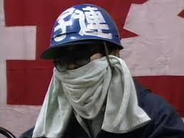 ワクチン接種でマスク不要に? : レイバンのサングラス(度なしガラスレンズ)が好きなのですが、コロナ感染対策でマスクを装着すると、時代錯誤の過激派(写真参照)みたいでカッコ悪いし、職質の嵐に遭い...