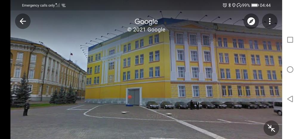 クレムリン内についての質問です。 前回旧元老院、現大統領官邸の前を通り過ぎたときは広場になっていて外観がよく見えたのですがいまグーグルマップで確認すると映画のセットにしても安っぽい建物が確認でき...