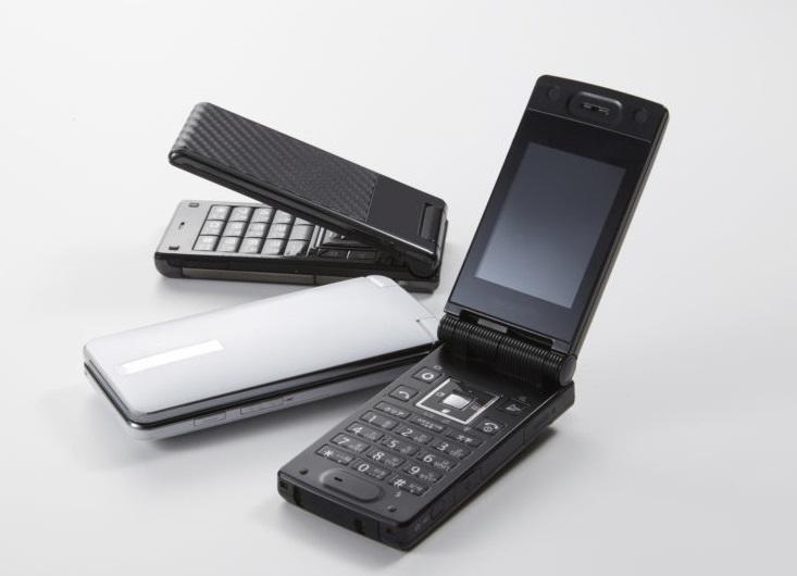 「ガラケー」と言うことに一抹の恥ずかしさを覚えて 「携帯」と言うシニアもいますか?