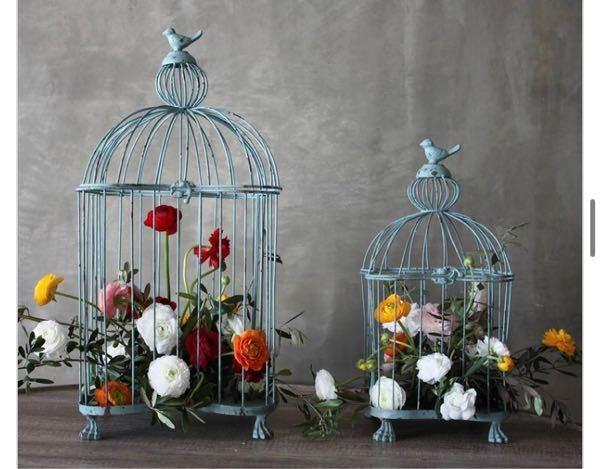初めまして。知恵を貸していただきたいです。 画像のように鳥籠に生花を飾りたいのですが、この場合どのようにお水はどうしたらいいのでしょうか?