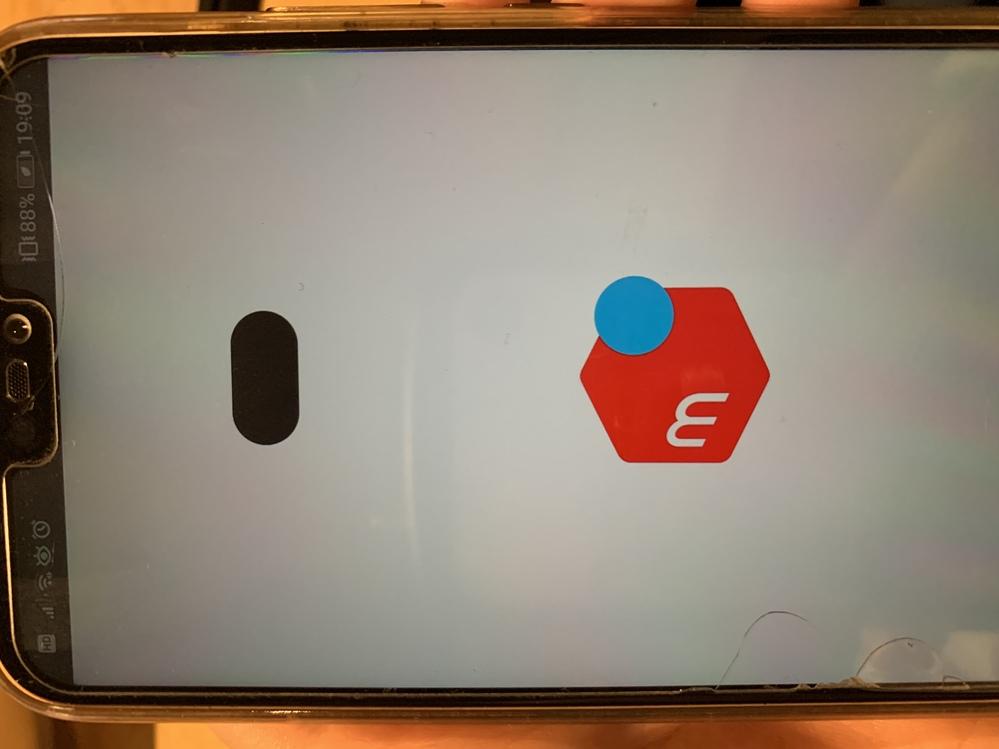Androidでメルカリを開こうとすると、 画面が固まり、画像のような黒い物体αが表示されます。 ホームボタンは押せます。 どなたか解決できる方お願いします!