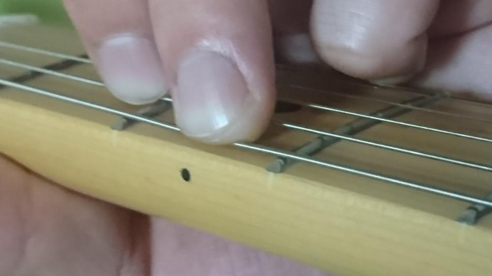 Gコードがどうやっても鳴らず、1弦3フレットは小指の爪で押さえたら鳴るのですが、これでも大丈夫でしょうか?